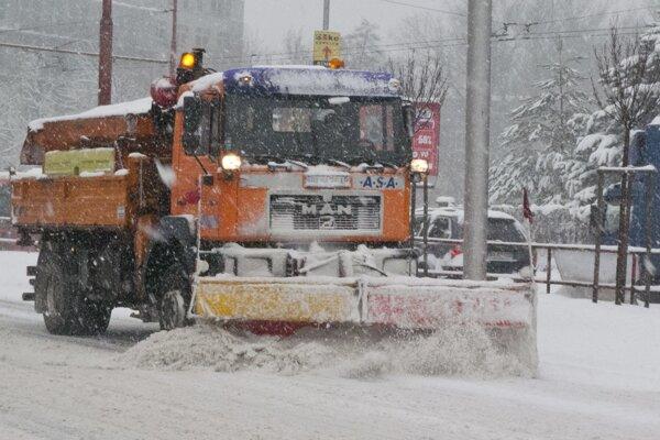 Mechanizmy musia mať pri zimnej údržbe dostatok miesta.