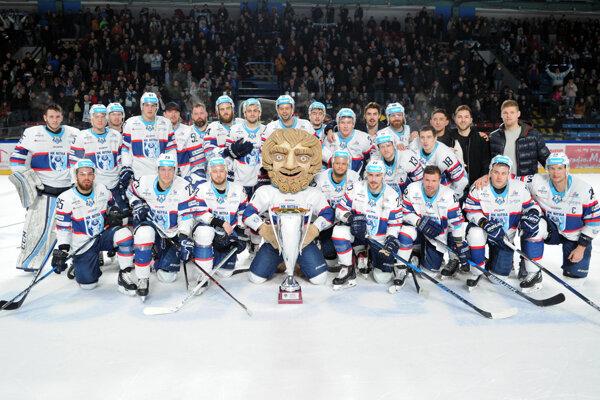 Hokejisti Nitry sa napriek nedeľňajšej prehre stali víťazmi základnej časti Tipsport ligy.