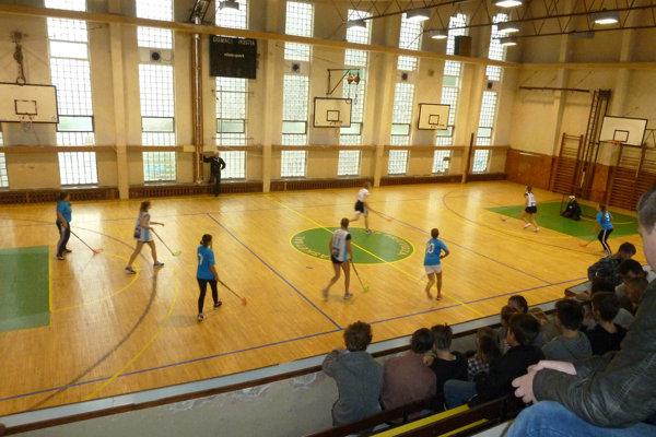 Školská telocvičňa pred rekonštrukciou.