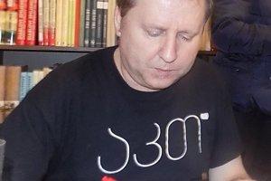 Súčasťou prípravného tímu je aj spisovateľ Vladimír Balla.
