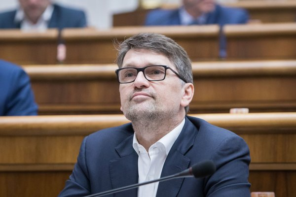 Exminister Maďarič sa vrátil do poslaneckých lavíc.