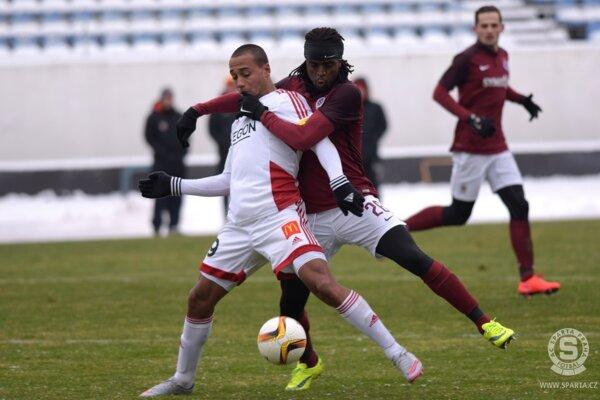 Trenčania (v bielom) porazili Spartu o gól.
