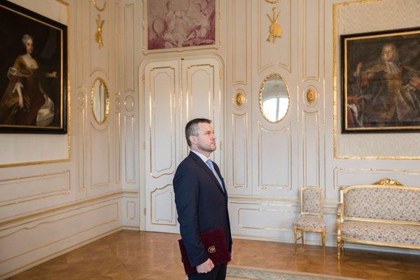 Vicepremiér Peter Pellegrini na stretnutí s prezidentom Kiskom, ktorému priniesol podpisy poslancov ochotných podporiť novú vládu.
