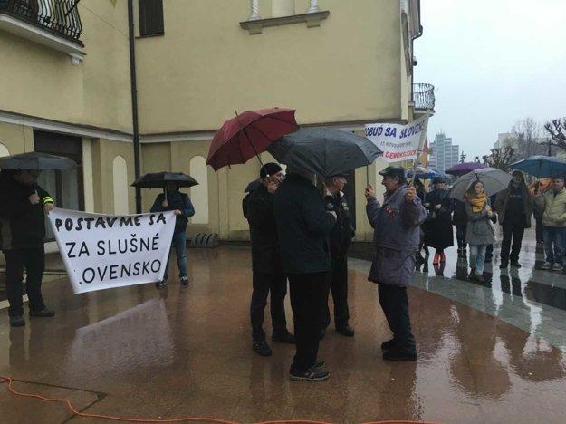 Pred začiatkom protestu v Michalovciach.