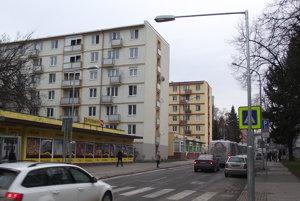 Na nové stožiare na Párovskej dali svietidlá pred týždňom.