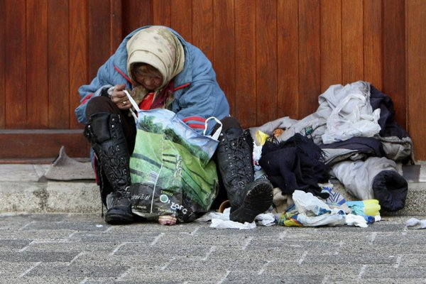 Na ulici žije čoraz viacej ľudí. Mnohí by bez pomoci iných zimu neprežili.