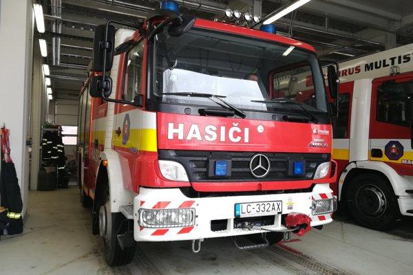 Pri svojej práci hasiči využívajú modernú techniku.
