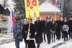 Hromadného pochodu sa zúčastnili aj predstavitelia okolitých obcí či miest.