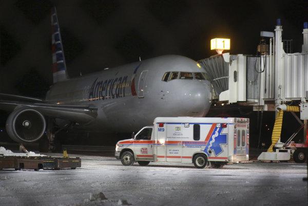 Lietadlo muselo pristáť v meste St. John's na ostrove Newfoundland.