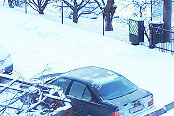 Táto fotka údajne podozrivého auta kolovala po internete. Zdieľalo ju mnoho ľudí, zprofilov však po pár dňoch zmizla.