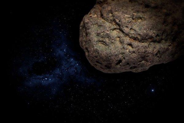 Asteroidy sú malé, pevné objekty vslnečnej sústave. Obiehajú okolo Slnka. Sú menšie ako planéty, preto sa onich hovorí ako oplanétkach. Väčšina znich sa nachádza, rovnako ako Lučenec, vpásme asteroidov seliptickou obežnou dráhou medzi obežnými dráhami Marsu aJupitera.