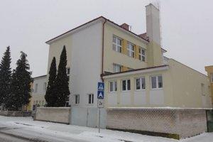 Zatvorená zostala aj Základná škola na Kukučínovej v Detve.