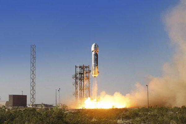 Testovací let rakety New Shepard z 29. apríla minulého roku. Raketa vtedy mala problémy pri pristávaní.
