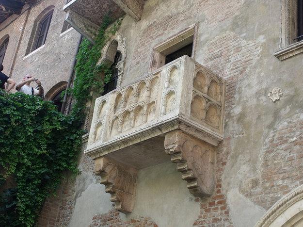 Z tohoto balkóna sa Rómeovi mala prihovárať Júlia.