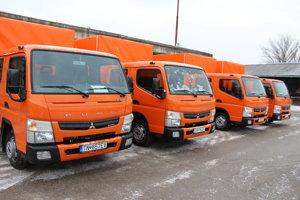 Jedno z nových áut bude slúžiť aj prievidzskému stredisku správy ciest.