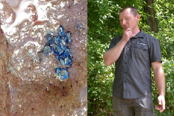 Amatérsky mineralóg Ladislav Oravec a zhluk modrých zafírov, ktorý našiel v lome nad Gemerským Jabloncom.
