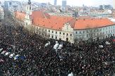 Tichý pochod. V Bratislave vyšli tisíce ľudí opäť do ulíc