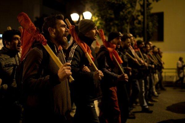 Gréci štrajkujú proti dôchodkovej reforme.