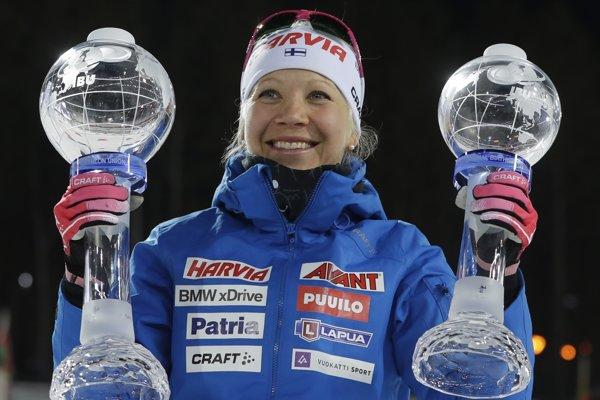 Kaisa Mäkäräinenová vyhrala Svetový pohár v biatlone 2017/2018 a získala aj malý glóbus za preteky s hromadným štartom.