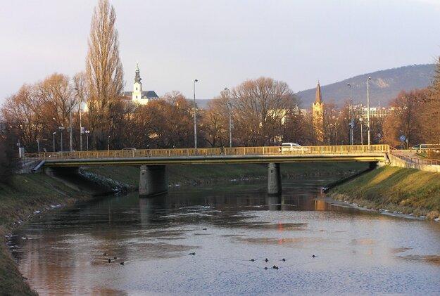 Most spája centrum s Chrenovou už vyše päťdesiat rokov.
