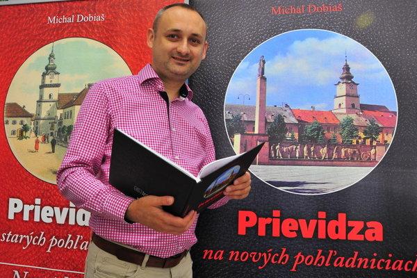 Michal Dobiaš pri krste svojej knihy.