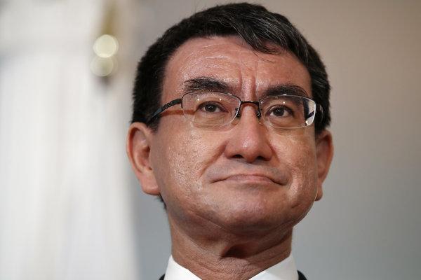 Minister zahraničných vecí Taró Kóno.