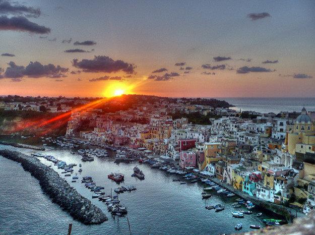 Do zoznamu odporúčaných destinácií v Európe Japonci zaradili aj ostrov Procida neďaleko talianskeho Neapola.