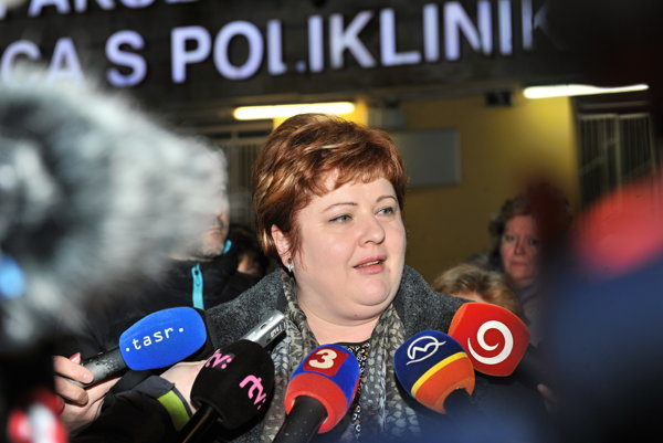 Predsedníčka Odborového združenia sestier a pôrodných asistentiek Monika Kavecká počas mimoriadneho brífingu v Žiline.