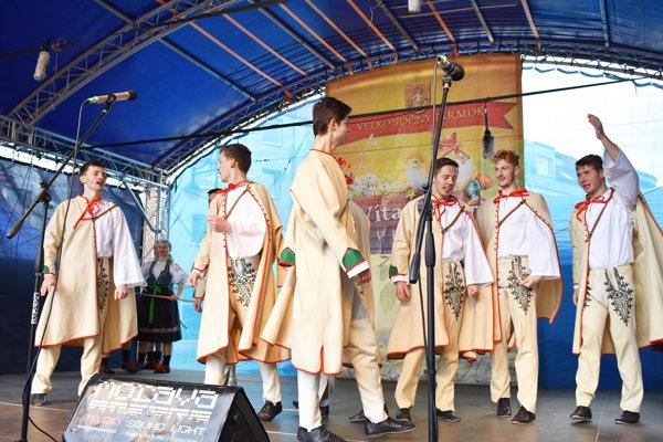 Pódium počas veľkonočného jarmoku patrilo najmä folkloristom.