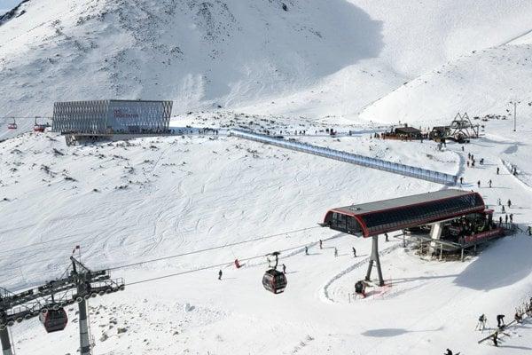 Na zjazdovke pod Skalnatým plesom v lokalite Esička zomrel v piatok 80-ročný lyžiar.