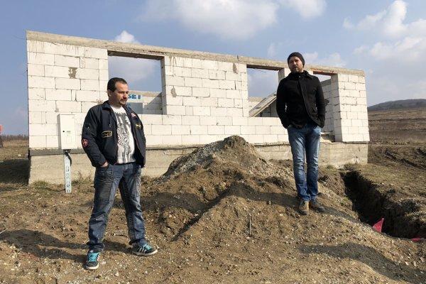 Úspešný projekt v Rankovciach. Takéto domy si Rómovia postavili v obci Rankovce.