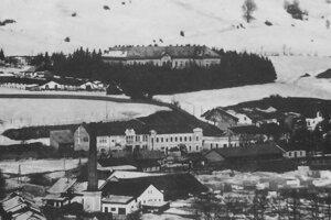 Rok 1927 - pohľad na starú nemocnicu a Bánoš