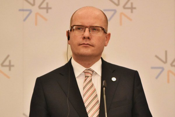 Český premiér používal na pracovnú komunikáciu freemailový server.