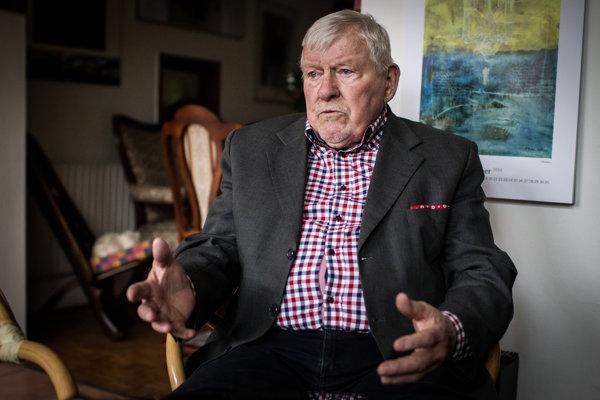 Politológ Miroslav Kusý vnímal Pavla Pašku za prospechára, ktorý v politike sledoval svoje zištné záujmy.