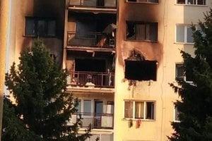 Bytovka ráno po požiari.