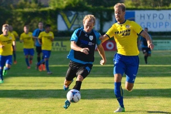 Ondrej Škorec (v tmavom) hrá nižšie súťaže v Rakúsku už sedem sezón.
