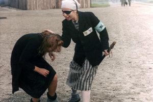 V dráme Zastihla mne noc (1985) sa režisér Juraj Herz inšpiruje vlastnými spomienkami na koncentračný tábor.