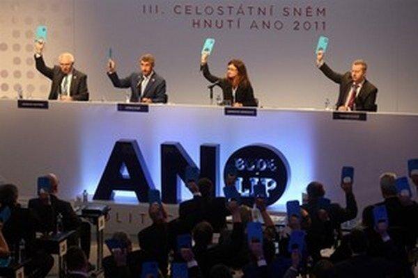 Jediný človek, ktorý nehlasoval na sneme hnutia za predsedu ANO Andreja Babiša, bol Andrej Babiš.