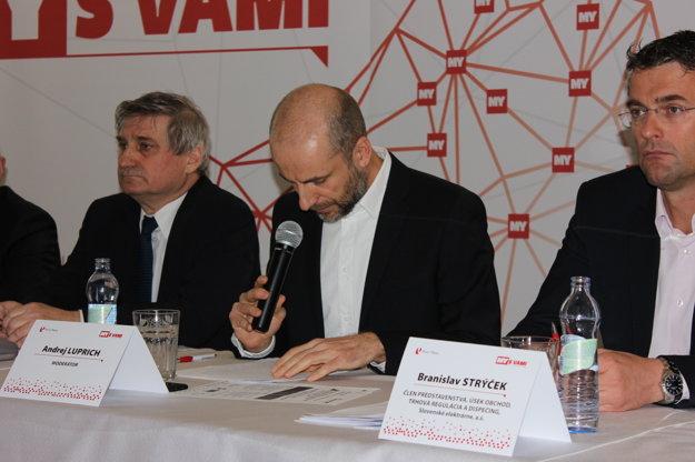 Vpravo Branislav Strýček, člen predstavenstva, úsek obchod, trhová regulácia a dispečing, Slovenské elektrárne, a.s.