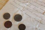 S listinou našli v múre aj mince.