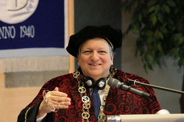 Barroso počas slávnostného odovzdávania čestného doktorátu Doctor honoris causa Ekonomickej univerzity.