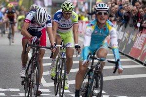 Peter Sagan (v strede) na pretekoch Amstel Gold Race v roku 2012, kde skončil tretí. Vyhral Talian Enrico Gasparotto, druhý bol Belgičan Jelle Vanendert.