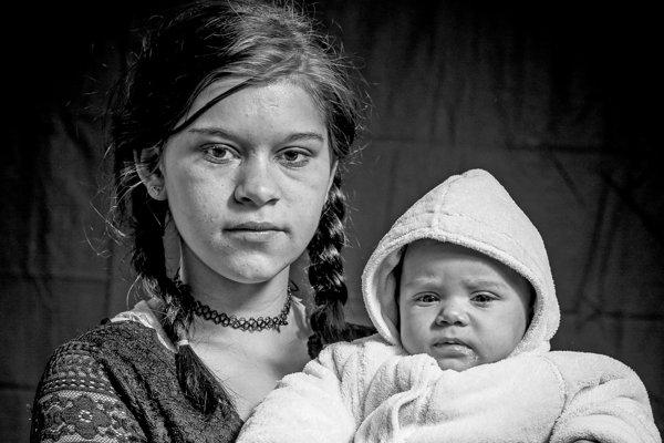 Mamička s dieťaťom. Dobšiná, 2018.