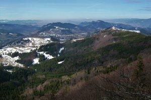Malé aj centrálne Pieniny, v pozadí poľské Podhale a na horizonte svieti Babia hora.