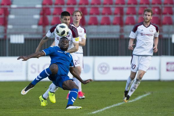Lynel Kitambala sa opäť gólov presadil v senickom drese, tentokrát to však na body nestačilo.