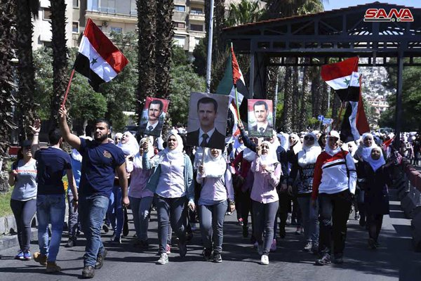 Fotografia z demonštrácie na podporu Asada v Damasku, ktorú zverejnila sýrska štátna tlačová agentúra SANA.