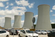 Podľa Úradu jadrového dozoru sa na takej veľkej stavbe, akou sú Mochovce, môže harmonogram posunúť.