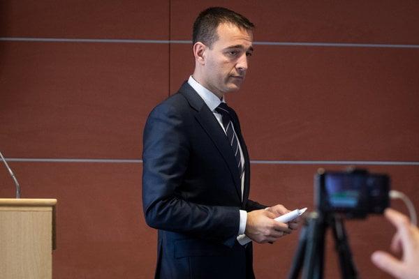 Minister vnútra Drucker končí.