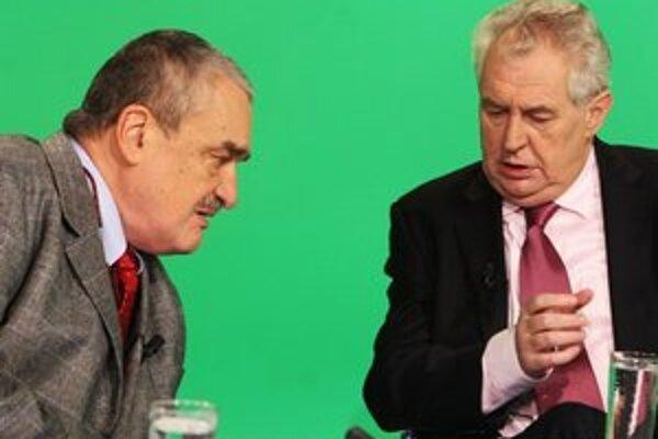 Karel Schwarzenberg a Miloš Zeman v štúdiu Českej televízie počas programu Otázky Václava Moravce.