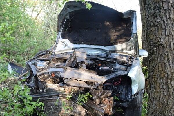 Škody na aute sú značné.